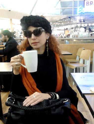 Annelys Caguana en el aeropuerto de Londres