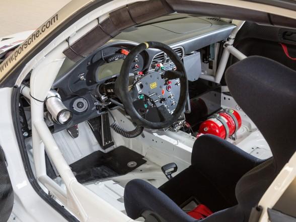 2013 Porsche 911 GT3 R - Interior