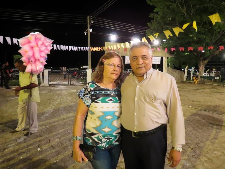 VISITA: O poeta Oliveira de Panelas e sua esposa durante visita a cidade de Piancó. O poeta se encantou com a receptividade da cidade e encantou os presentes durante sua apresentação em praça pública.
