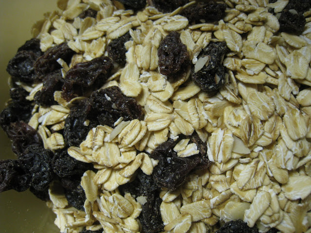 Use regular slow cook rolled oat for more texture.  Raisan is optional