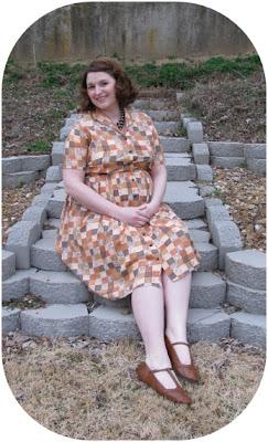 1950s vintage maternity style outfit via Va-Voom Vintage