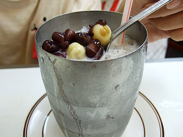 Iced milk with red beans and lotus seeds