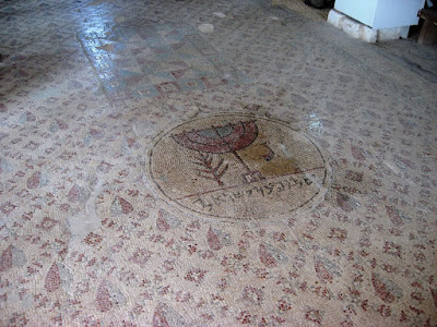 הפסיפס העתיק של בית הכנסת שלום על ישראל