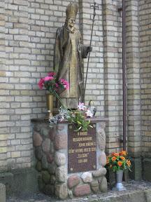 Pomnik papieża w Krynkach