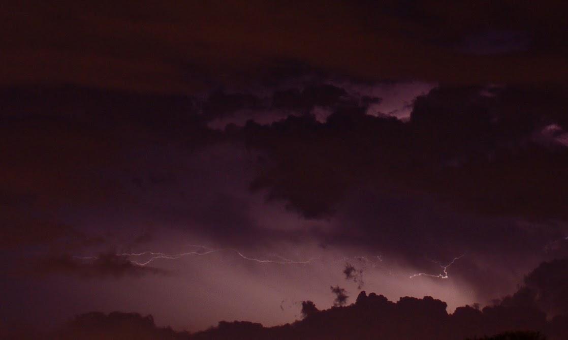 今晚台北西邊的閃電(1張)