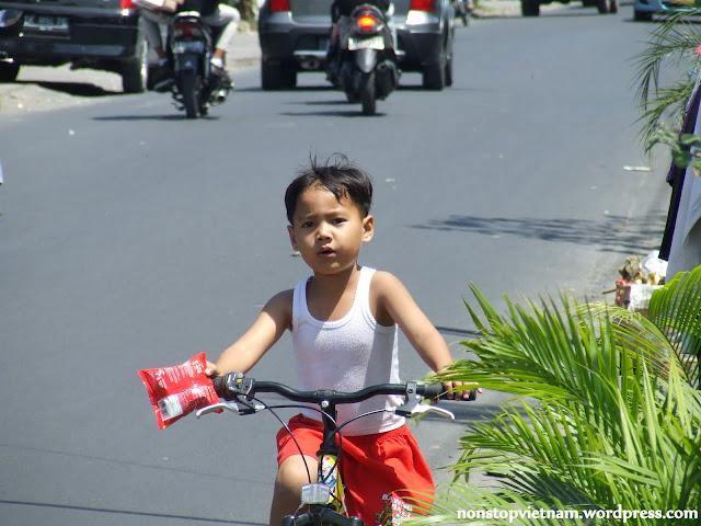 Kid, Bali / Fiú Balin