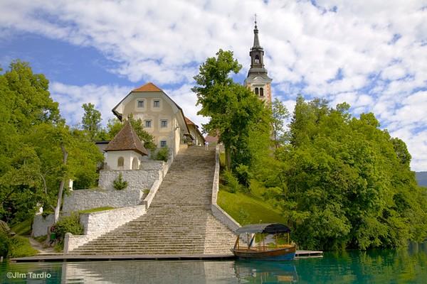 Magic+Bled+Island%252C+Slovenia%25E2%2580%2599s+Picturesque+Wedding+Location+%25287%2529.jpg