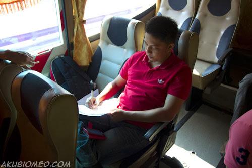 blogger ujang kusyuk menjawab kertas kuiz