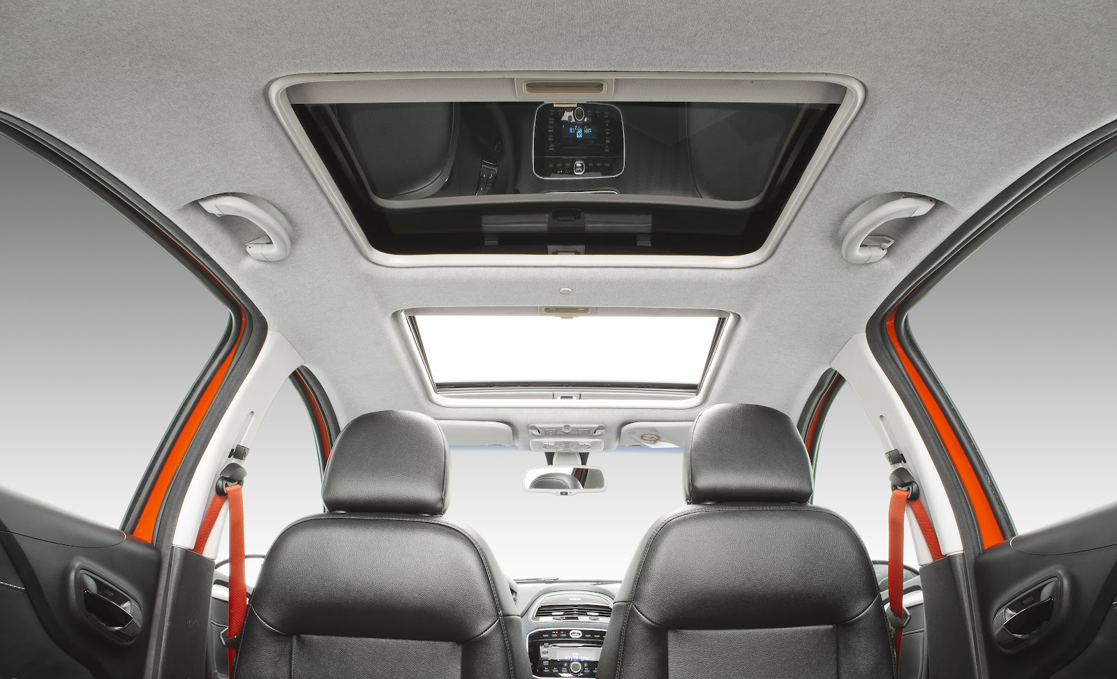 O Novo Punto chegou na Carboni Fiat: um carro de corpo e alma esportivo punto sporting 024