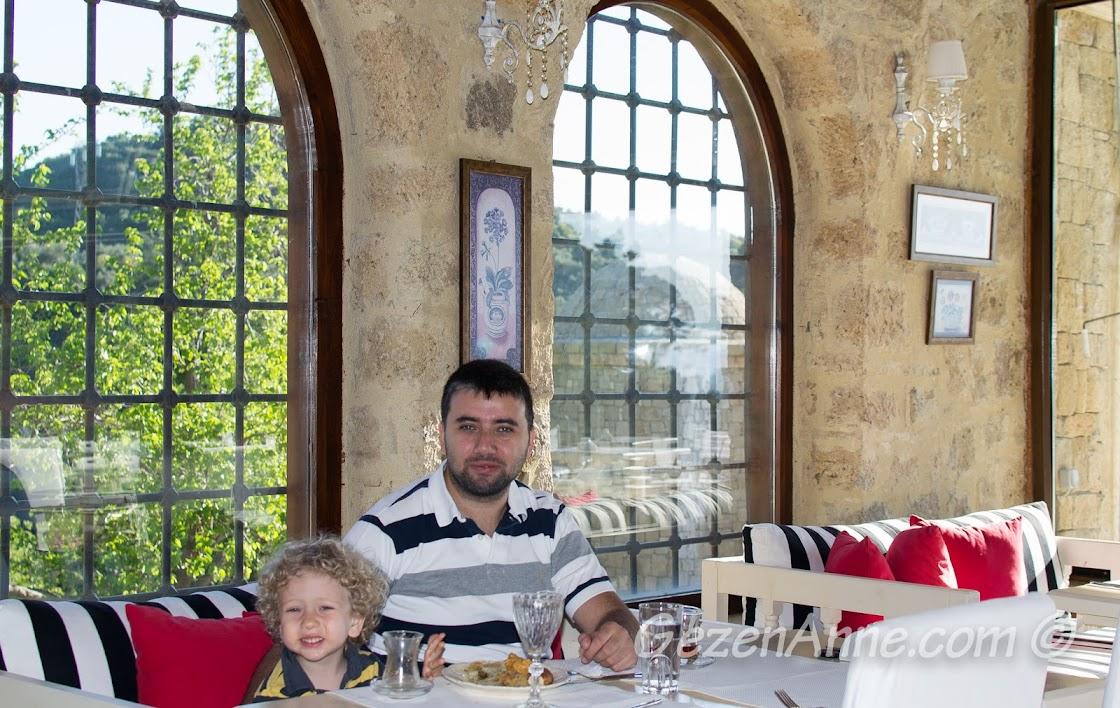 kahvaltı ederken, Manici Kasrı, Yeşilyurt