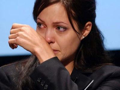 أنجلينا جولي تبكي أطفال سوريا