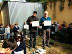 Agradecimiento con diploma.Terminada la actividad , el alumnado agradece a los abuelos sus enseñanzas .