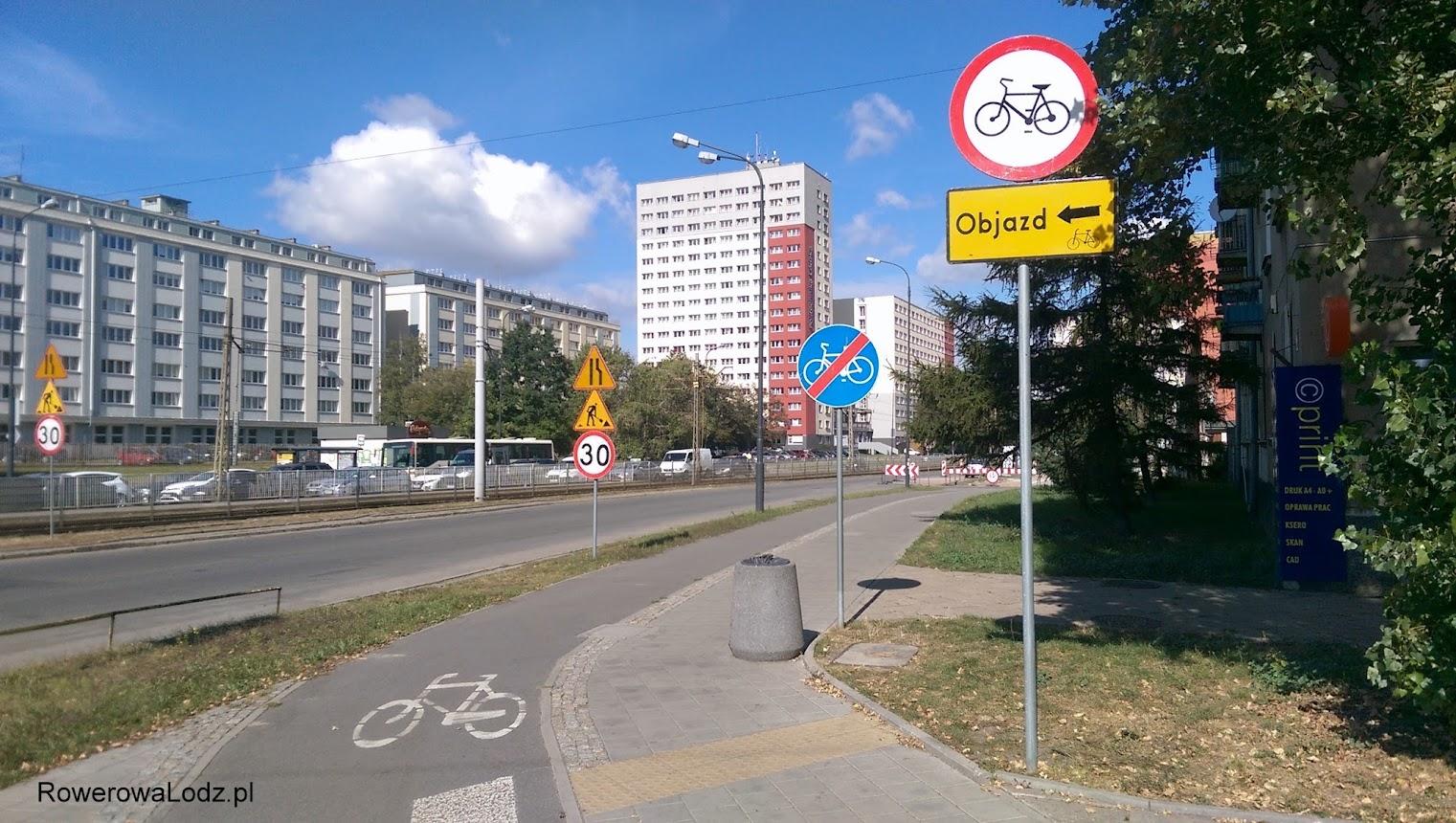 Od strony ul. Wróblewskiego wprowadzono zakaz ruchu. Pieszym wyznaczono miejsce na jednym z dwóch pasów dla aut.