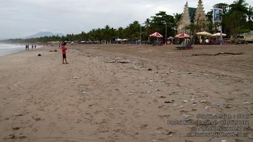Pantai Kuta jadi kotor.