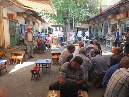 terraza de la teteria en el bazar de Urfa