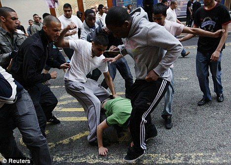 Resultado de imagen para agresion musulmanes en europa