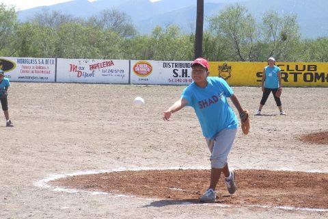 Margarita Milián de Shaday en el softbol femenil del Club Sertoma