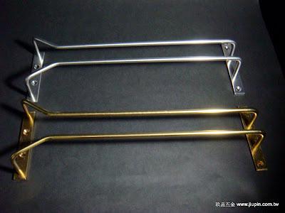 裝潢五金型號:酒杯架規格:8寸/1尺/1.2尺/1.5尺顏色:金色銀色玖品五金
