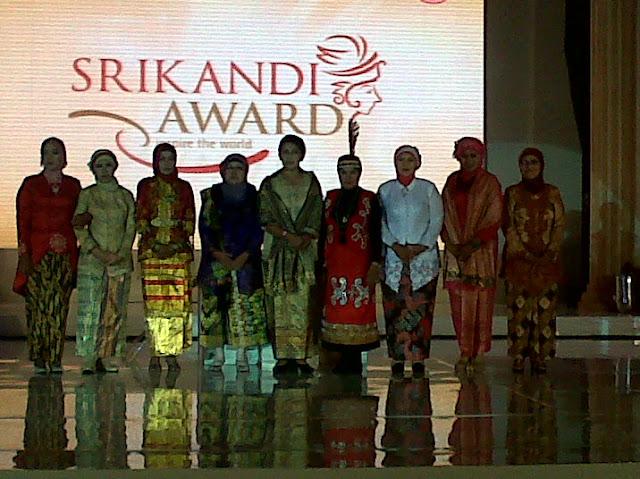 9 Bidan pilihan terbaik Srikandi Award 2012