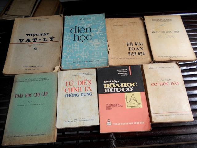 Sách giáo khoa tiểu học cũ - nơi lưu giữ từng trang ký ức DSCN2807