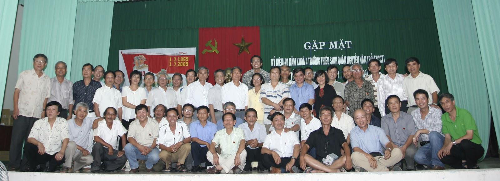 Gặp mặt k4 ba miền tại Đà Nẵng, 27/6/2009, nhân 40 năm ra trường Trỗi và nhập ngũ 1/7/1969. Thiếu Phan Hoài Thuận, Nguyễn Xuân Minh và Trần Mạnh Lảnh.