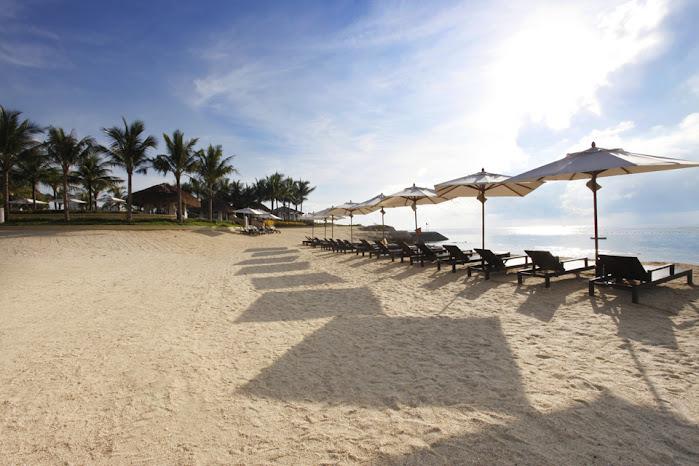 crimson cebu beach area