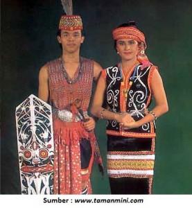 pakaian adat dayak kalimantan barat pakaian tradisional dayak kalimantan barat kalbar 277x300 Pakaian Adat Tradisional Indonesia
