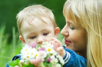 Одинокая мама воспитывает сына