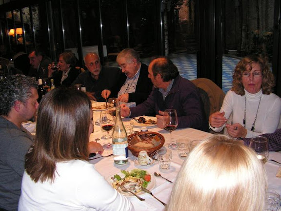 Un momento de la comida con Antonio Gamoneda en León