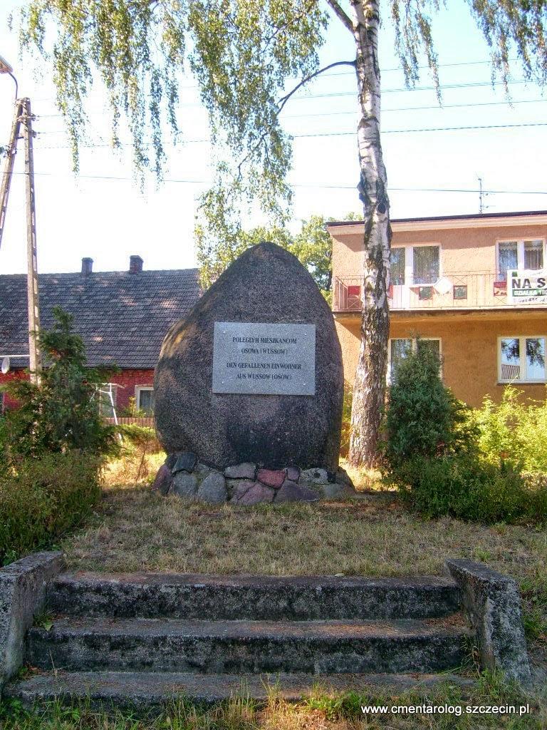 Pierwszowojenny pomnik na Osowie ze współczesną tablicą