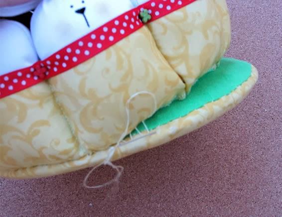 Costura da cesta de páscoa