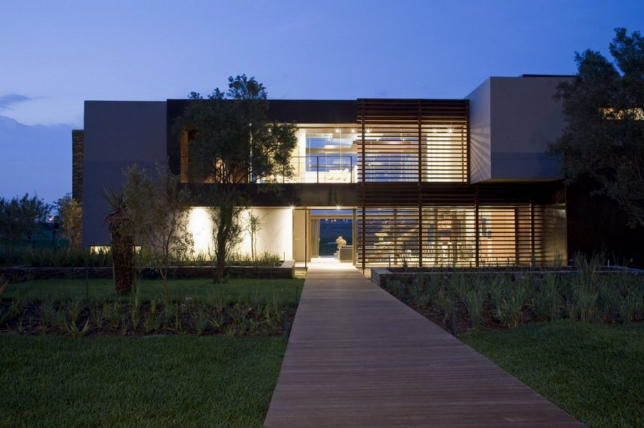 Serengeti House by Nico van design der Meulen Architects