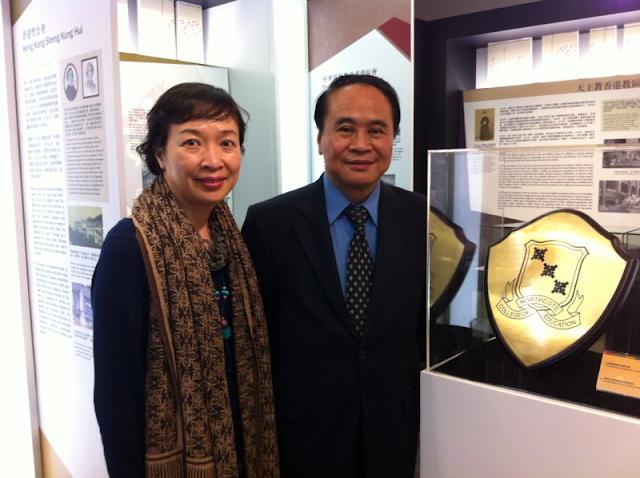 胡健雄副會長(右) 與香港教育博物館館長呂詩敏女士合照