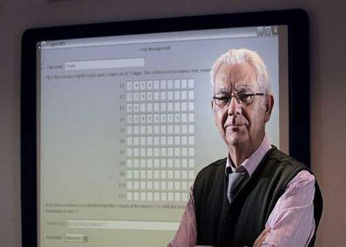 El profesor valenciano se defiende, pero no convence