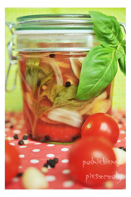 Sałatka z pomidorów i cebuli do słoików