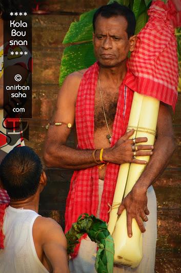 kola bou snan, durga puja, kola bou, ganesh, kolkata, ghaat, ghat, ganga, india