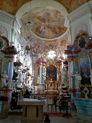 Na zdjęciu widać ołtarz Główny w klasztorze Benedyktynów z Lubinia