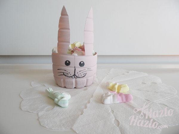 Cómo hacer un conejo de Pascua con una botella de plástico