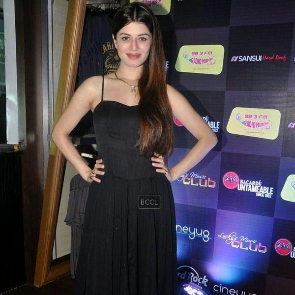 Kainaat Arora strikes a pose for the lens during Ankit Tiwari's live concert, held at Hard Rock Cafe, on July 11, 2014.(Pic: Viral Bhayani)