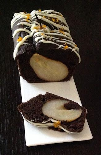 Ciasto czekoladowo cynamonowe z gruszkami gruszki biała czekolada cynamon gruszki deser pomarańcze