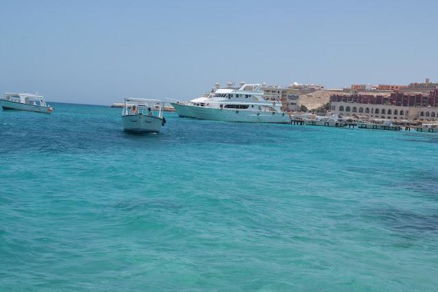 فى مصر الرجل تدب مكان ماتحب ( خاص من أمواج ) 100605-120214-f