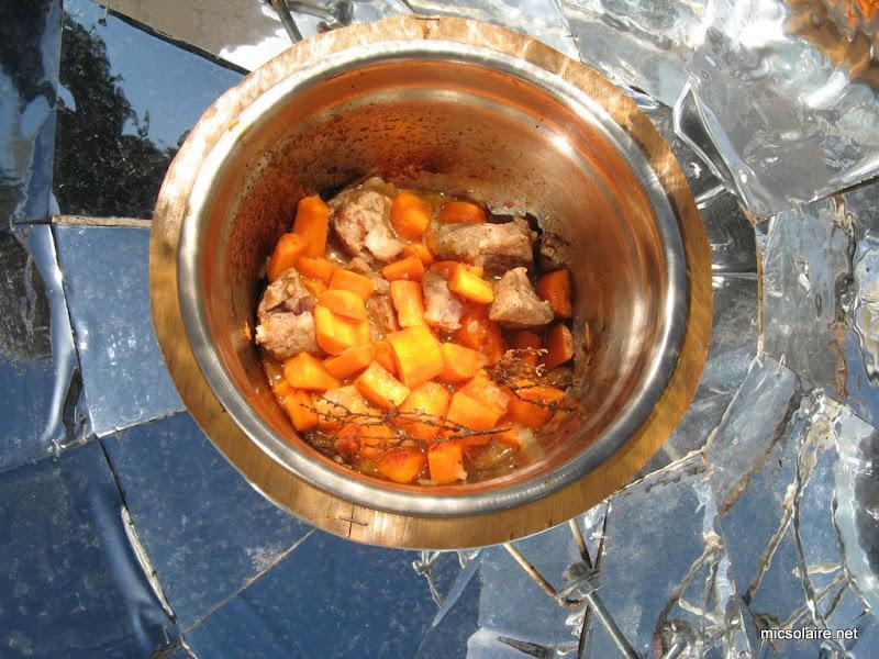 Sauté de porc carottes avec le Parvati solar cooker IMG_0008-1