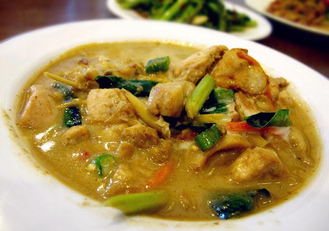 綠咖哩雞 NT 120元-泰僑村台中泰式料理