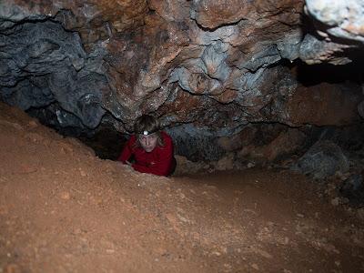 Gatera per accedir al fons de la Cova Petita del Rastre
