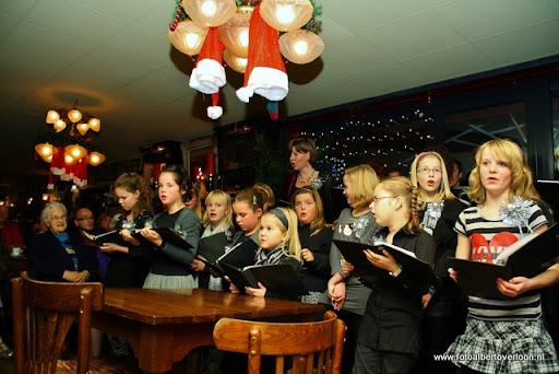 concert in kerstsfeer met cantiloon en palet overloon 13-12-2011 (17).JPG