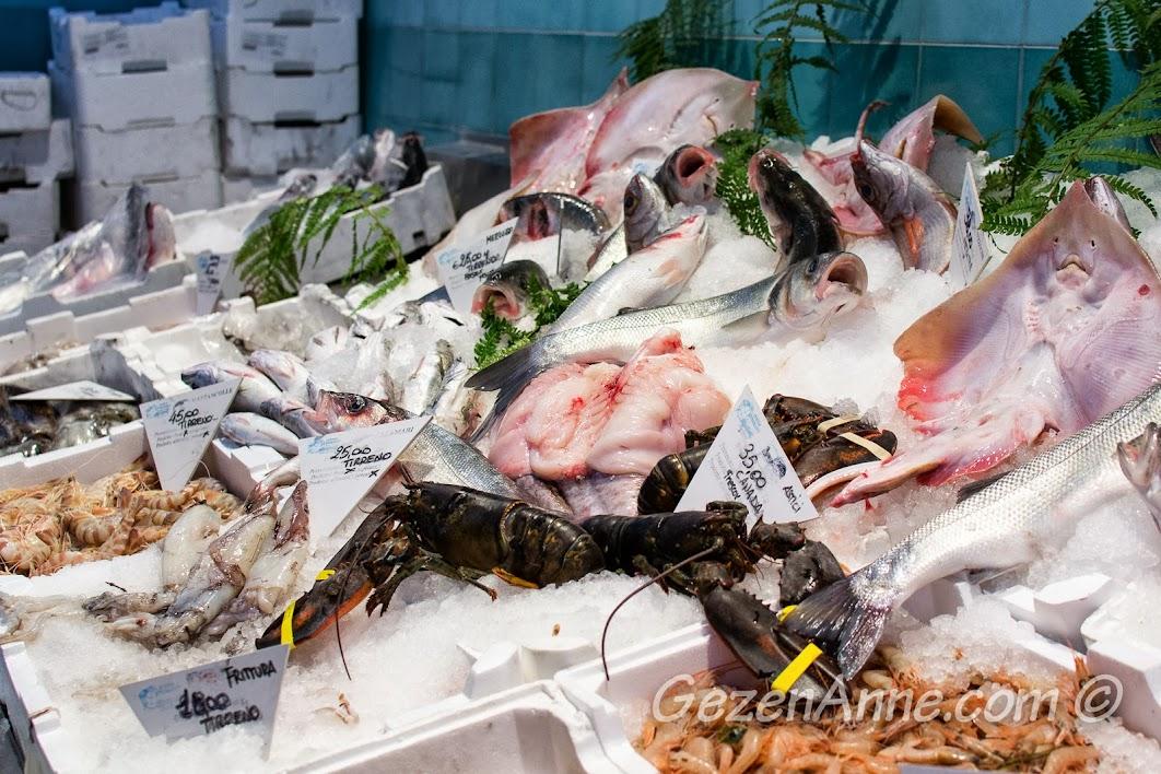 Roma'da balıkçı dükkanı