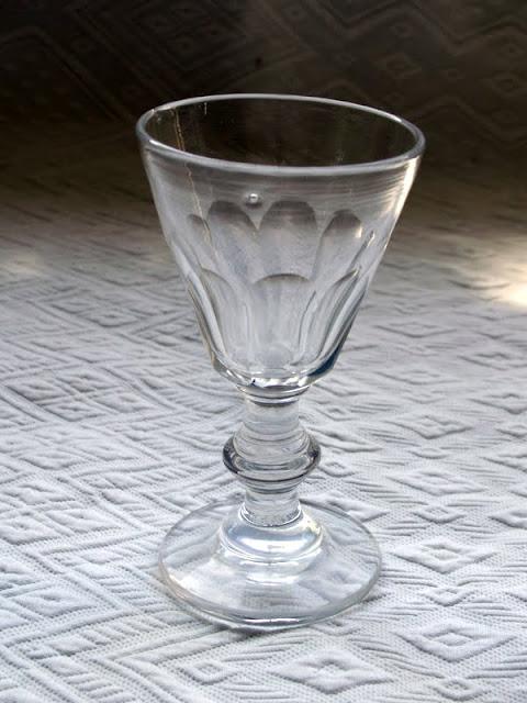 verre de bistrot sur pied en verre ancien pour digestif ou alcool blanc n 6 ebay. Black Bedroom Furniture Sets. Home Design Ideas