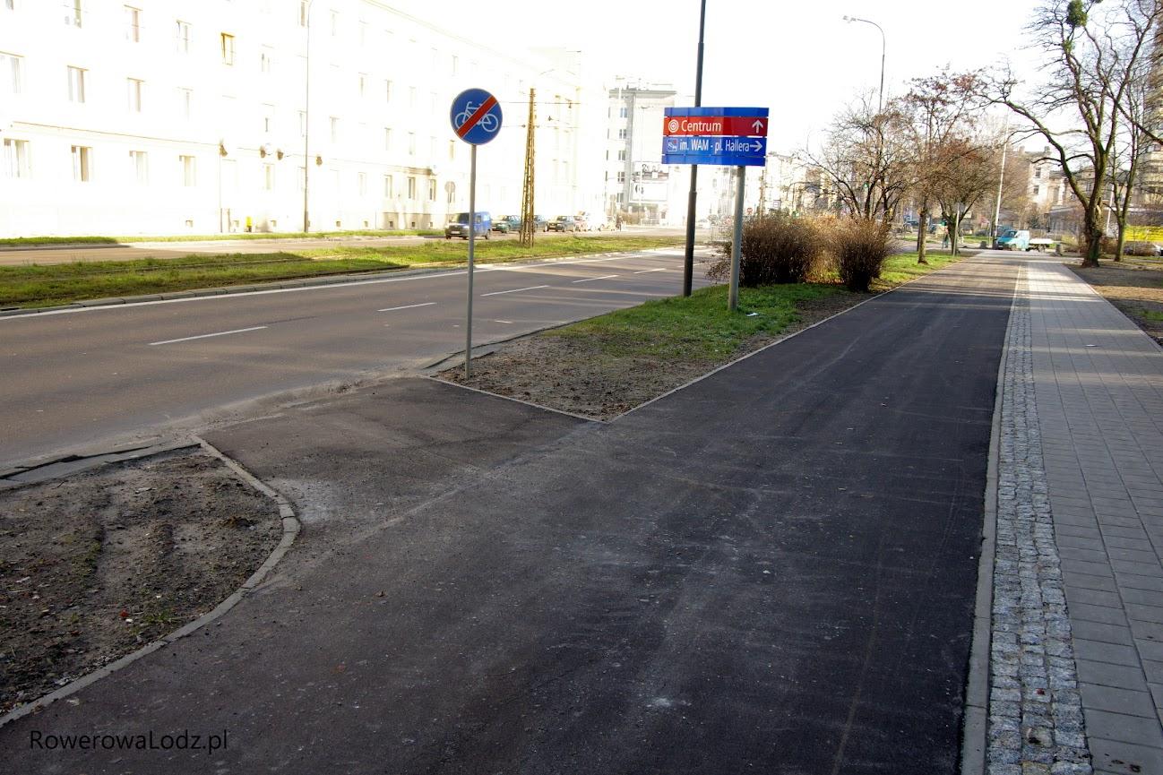 Przed skrzyżowaniem z ul. Żeligowskiego przygotowany włącznik na jezdnię