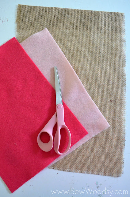 Burlap & Felt Heart Garden Flag #sewing #DIY #GardenFlag #ValentinesDay