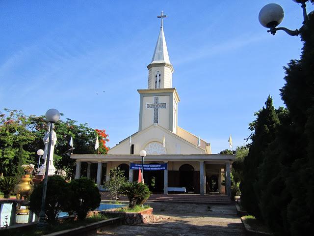 Hình ảnh Giáo lý sinh Hạt Hương Quảng Phong hành hương Năm Đức Tin 2013 tại Giáo xứ